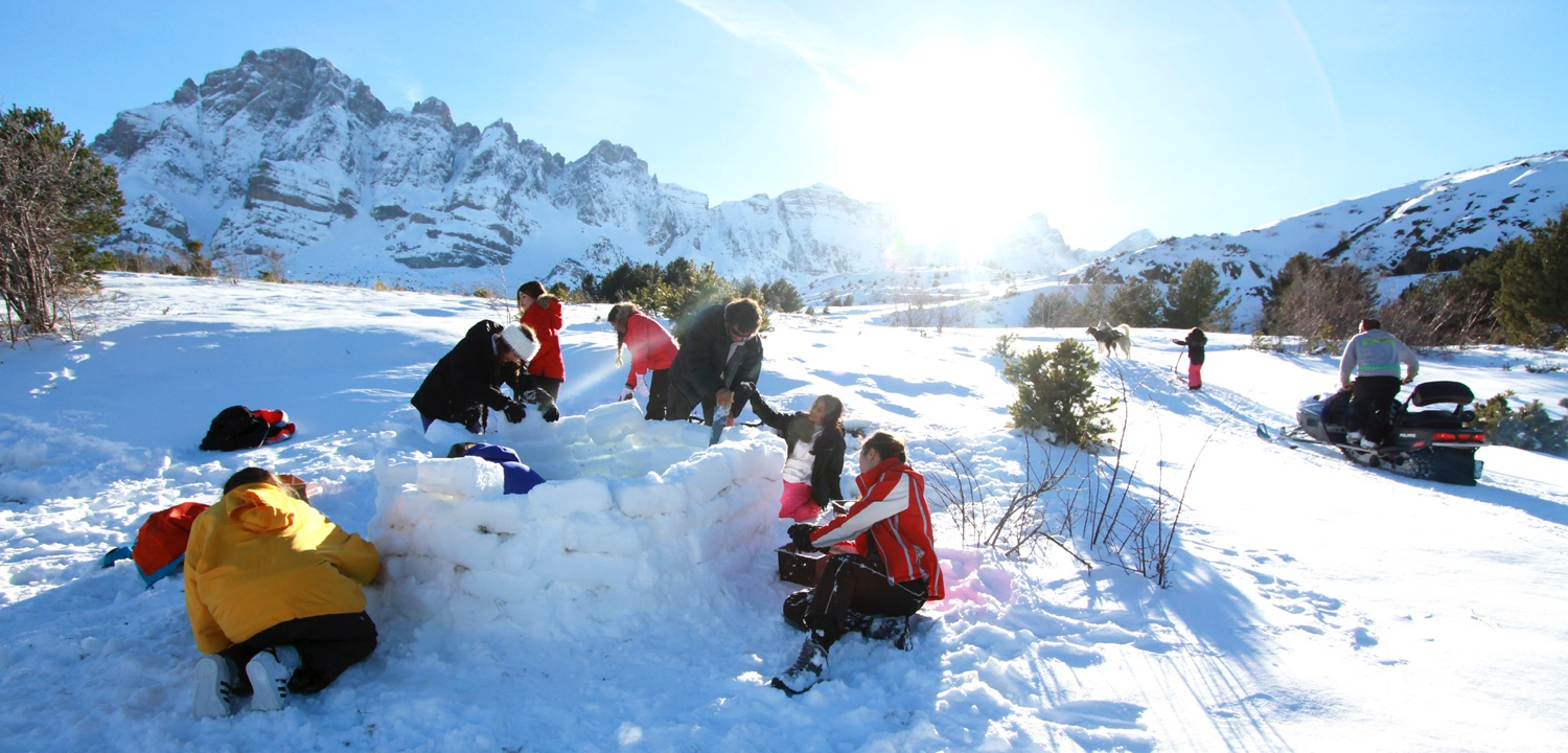 igloo building spanish pyrenees
